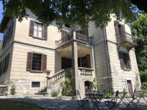 Villa il maiale Bianco achterzijde met ontbijtterras